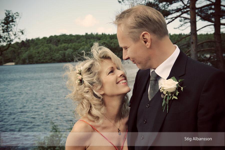 Bröllopsfoto vid Kåsjön